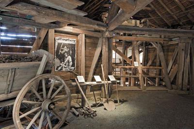 Bild aus dem Bergwerksmuseum Rossgang, Blick auf die ausgestellten Exponate