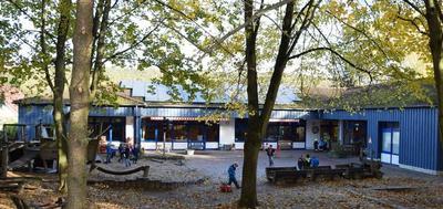 Blick auf die Freifläche der Kindertagesstätte Im Feldhof